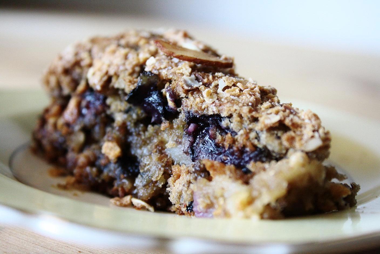 Vegan Cake Recipe: Blueberry Apple Crumble Cake