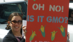 Sign: Is it GMO? Label it!