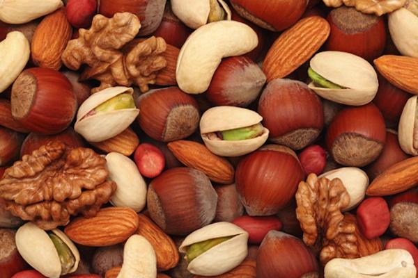 http://eatdrinkbetter.com/wp-content/uploads/2013/12/Nuts.jpg