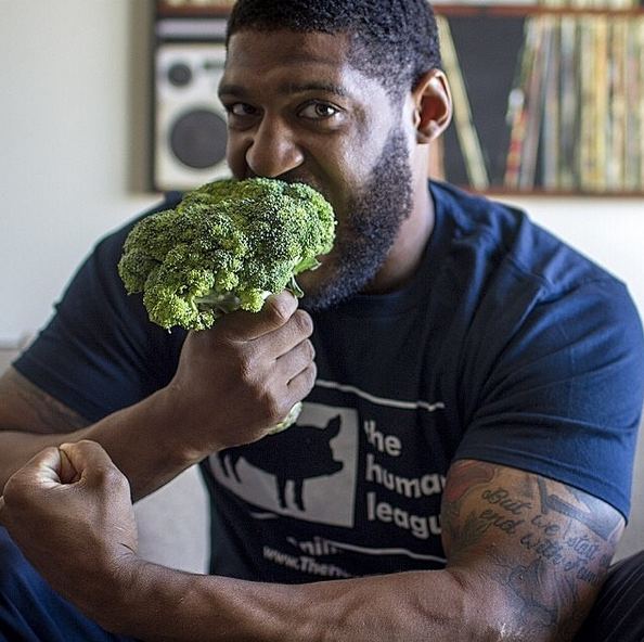 Meet David Carter, aka The 300 Pound Vegan Football Player
