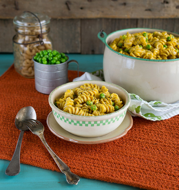 If you love mac and cheese, you'll love this creamy plant-based version! Laura Theodore's Mac 'n Peas gets its creaminess from cashews, not from dairy substitutes.