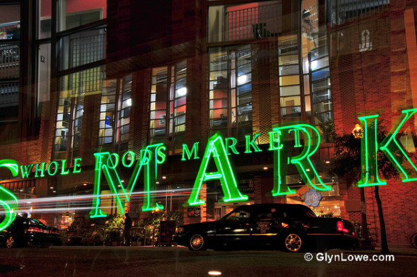 Whole Foods Market announced this week signing agreements with SolarCity and NRG Energy to install rooftop solar units at up to 100 stores and distribution centers.